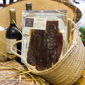 Cesina is een typische Spaanse runderham, licht gedroogd en gerookt, stevig en krachtig van smaak. Perfect gesneden en verpakt. Buiten de koelkast te bewaren. 100% BEEF